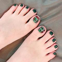 脚部绿色酒红色手绘格纹美甲图片