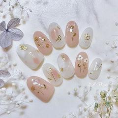 圆形粉色白色晕染金箔亮片金属饰品春天美甲图片