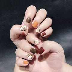 方圆形棕色焦糖色手绘树叶跳色短指甲美甲图片