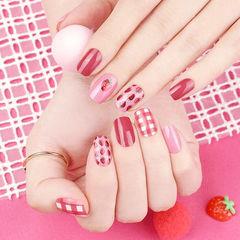 方圆形红色粉色水果草莓格纹美甲图片