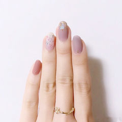 圆形紫色粉色手绘金箔简约上班族ins美图分享,想学美甲咨询微信mjbyxs6哦~美甲图片