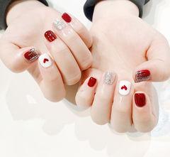 方圆形红色银色银箔心形短指甲美甲图片