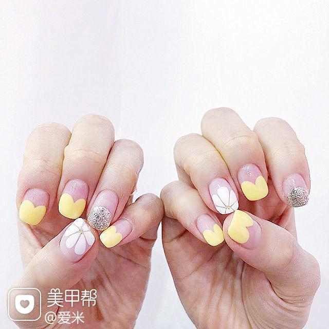 方圆形黄色银色白色手绘雏菊心形法式美甲图片