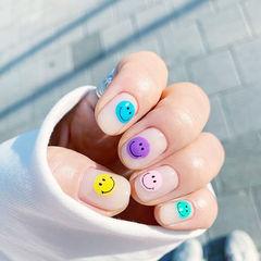 圆形蓝色紫色黄色绿色手绘笑脸韩式美甲图片