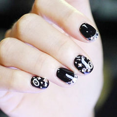 圆形黑色钻法式短指甲美甲图片