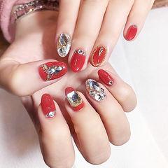 圆形红色钻新娘美甲图片