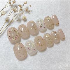 圆形裸色金箔珍珠干花美甲图片