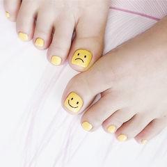 脚部黄色笑脸可爱简约美甲图片