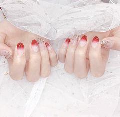 圆形红色渐变钻新娘美甲图片