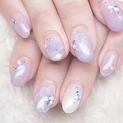 圆形香芋紫色白色手绘花朵钻ins美图分享,想学美甲咨询微信mjbyxs6哦~美甲图片