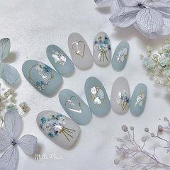 圆形蓝色干花贝壳片金箔美甲图片