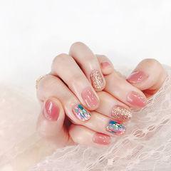 圆形粉色金色贝壳片美甲图片
