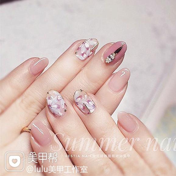 圆形粉色手绘花朵钻新娘分享ins美图美甲图片