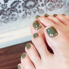 脚部绿色金属饰品简约美甲图片