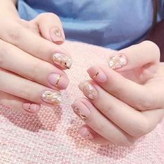 方圆形粉色金银线贝壳片平法式美甲图片