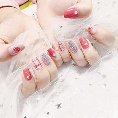 方圆形粉色银色格纹心形美甲图片