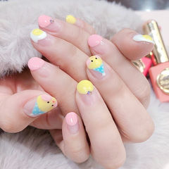 圆形粉色黄色蓝色手绘鸡蛋玻尿酸鸭圆法式可爱ins美图分享,想学美甲咨询微信mjbyxs6哦~美甲图片