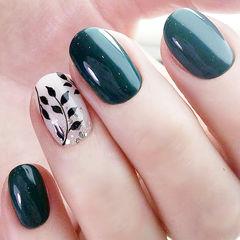 圆形绿色白色黑色手绘树叶ins美图分享,想学美甲咨询微信mjbyxs6哦~美甲图片