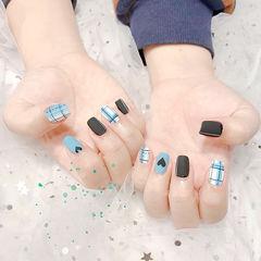 方圆形蓝色黑色格纹心形磨砂美甲图片