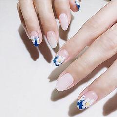 圆形蓝色白色手绘花朵ins美图分享,想学美甲咨询微信mjbyxs6哦~美甲图片