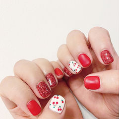 方圆形红色白色手绘樱桃磨砂美甲图片