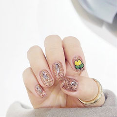 圆形金色黄色手绘花朵钻韩式美甲图片