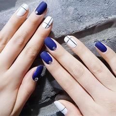 方圆形蓝色白色线条简约磨砂美甲图片