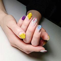 圆形黄色紫色白色手绘树叶圆法式磨砂ins美图分享,想学美甲咨询微信mjbyxs6哦~美甲图片