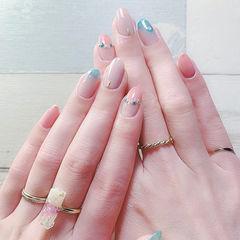 圆形粉色蓝色渐变简约美甲图片