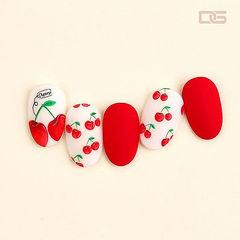 圆形红色白色手绘水果樱桃磨砂美甲图片