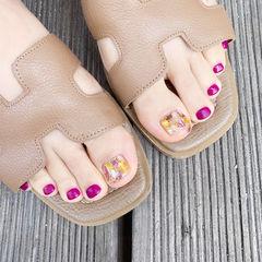 脚部紫色贝壳片磨砂美甲图片