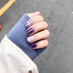 圆形紫色波点格子珍珠美甲图片