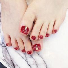 脚部红色亮片显白美甲图片