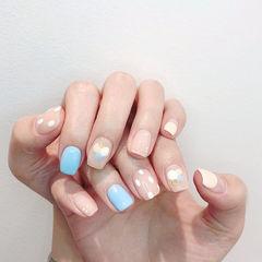 方圆形蓝色裸色白色手绘波点美甲图片