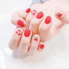圆形红色手绘花朵磨砂美甲图片