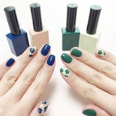 方圆形蓝色绿色手绘花朵美甲图片