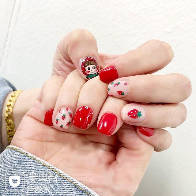 方圆形红色手绘卡通水果草莓可爱美甲图片