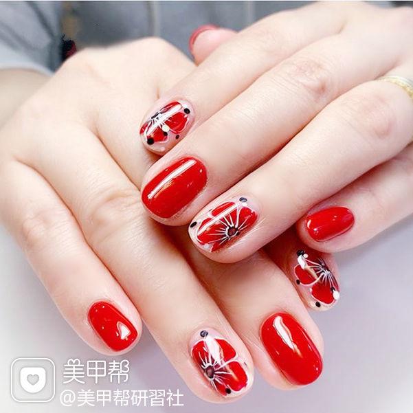 圆形红色手绘花朵ins美图分享,想学美甲咨询微信mjbyxs6哦~美甲图片