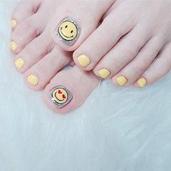 脚部黄色笑脸可爱美甲图片