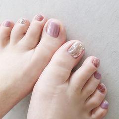 脚部香芋紫色银色水波纹跳色美甲图片