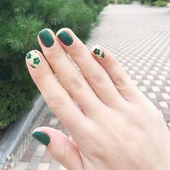 方圆形绿色手绘花朵美甲图片