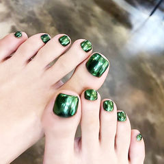 脚部绿色镜面美甲图片
