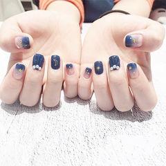 方圆形蓝色渐变贝壳珍珠亮片美甲图片