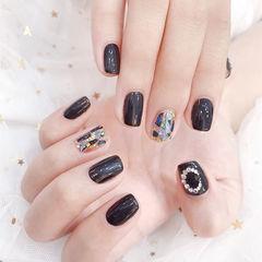 方圆形黑色钻贝壳片美甲图片