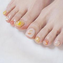 脚部粉色橙色贝壳片干花春天ins美图分享,想学美甲咨询微信mjbyxs6哦~美甲图片