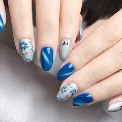 圆形蓝色灰色手绘花朵猫眼ins美图分享,想学美甲咨询微信mjbyxs6哦~美甲图片