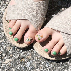 脚部绿色手绘树叶磨砂美甲图片