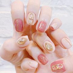 方圆形白色粉色钻美甲图片