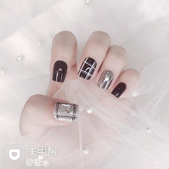 方形黑色银色格纹镜面美甲图片