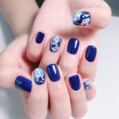 方圆形蓝色白色晕染手绘花朵ins美图分享,想学美甲咨询微信mjbyxs6哦~美甲图片